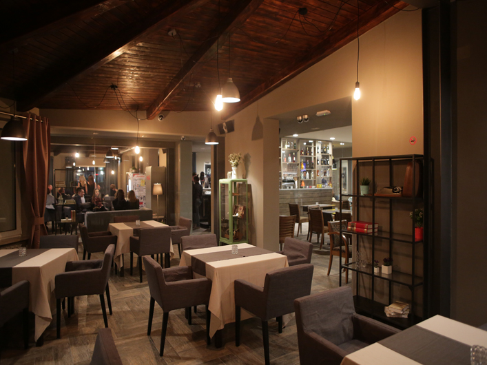 Bar restoran