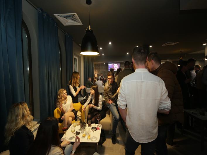 people bar full